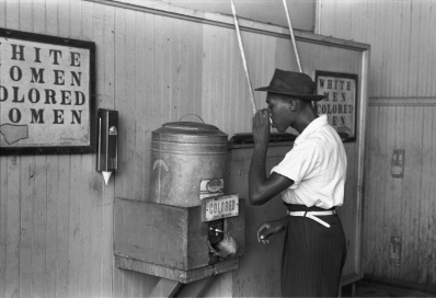 -Colored-_drinking_fountain_from_mid-20th_century_with_african-american_drinking