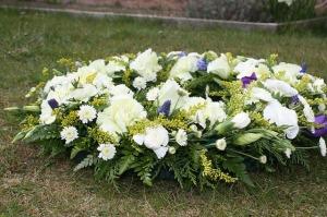 funeral-flowers-374183_640